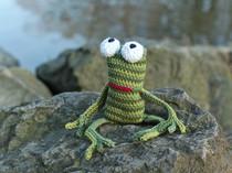 slip stitch crochet frog